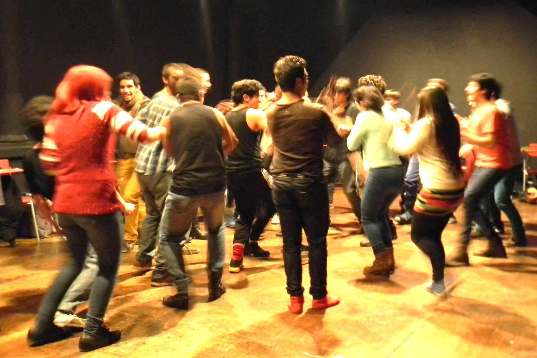 Workshop Voix et percussion corporelle. École de théâtre Université du Chili. Classe de l'enseignante Annie Murat. Santiago du Chili. 2014